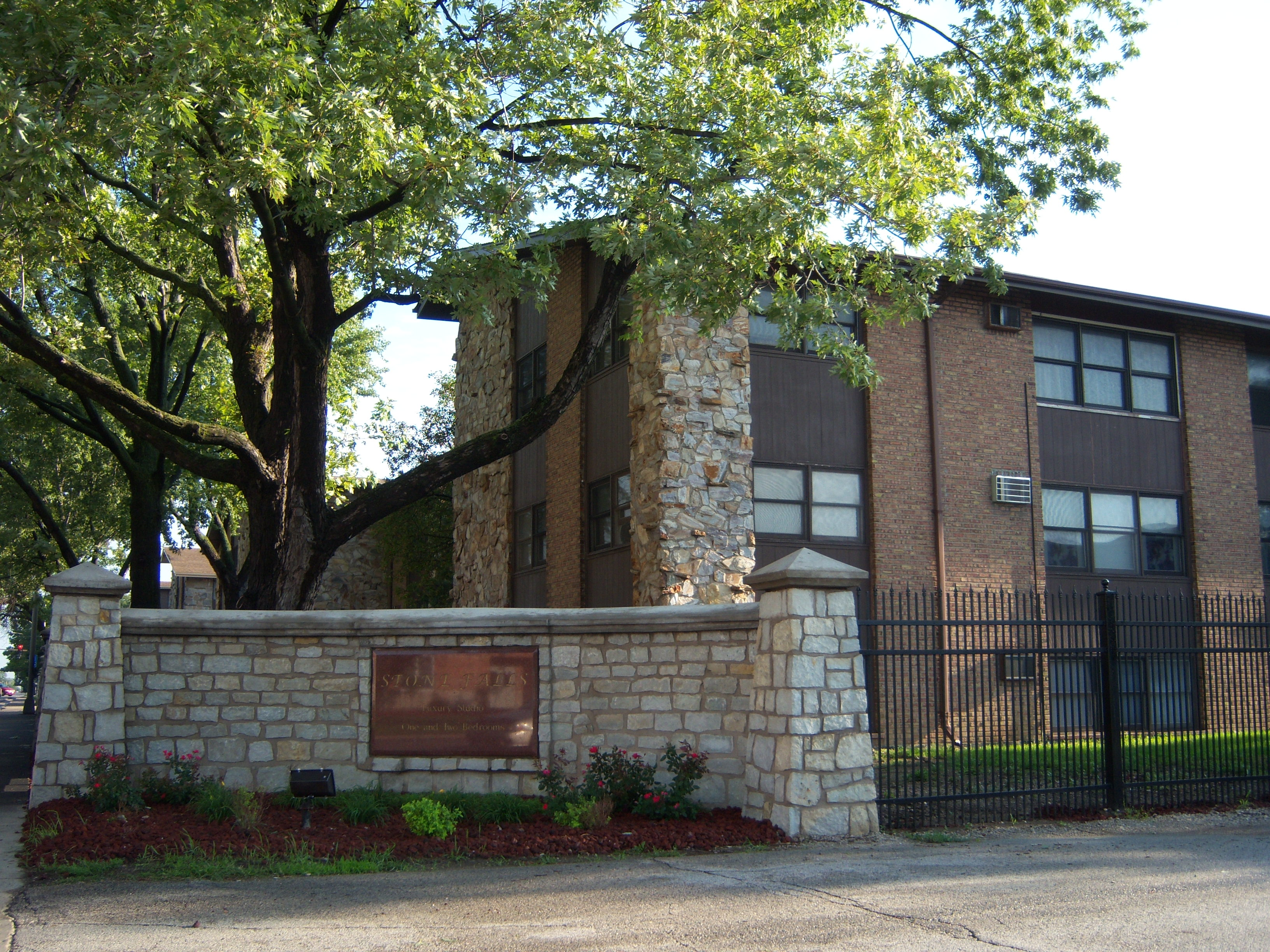Stone Falls Apartments in Joliet, IL